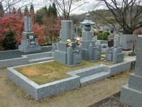 墓地の砂利入れ替え工事前